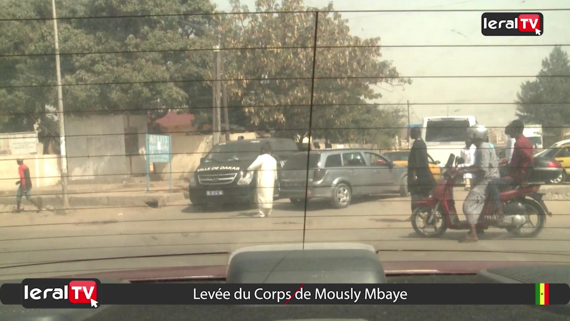 Le cortège funèbre de Mously Mbaye en partance pour Touba