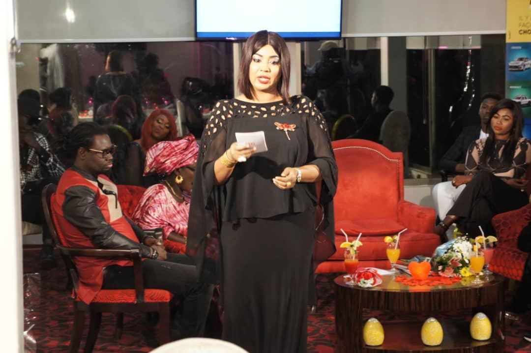 """Fama Diouf, le belle """"drianké"""" de la RTS en mode Saint Valentin ! (photo, vidéo)"""