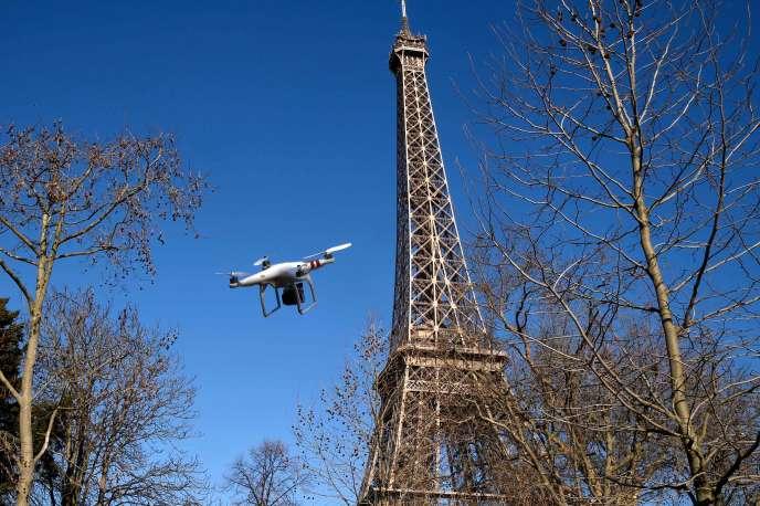 Un drone utilisé à Paris en 2015.