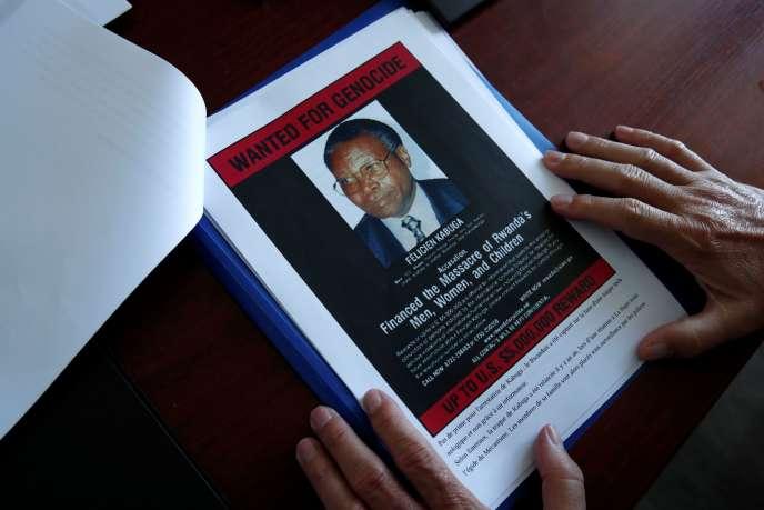 Avis de recherche montrant une photographie de Félicien Kabuga, émis par l'Office central de lutte contre les crimes contre l'humanité, les génocides et les crimes de guerre (OCLCH).
